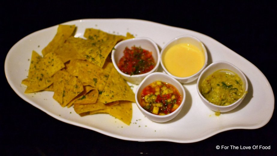Nachos with 4 dips